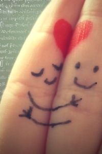 89-hugging-fingers-show-love-of-valentine_320x480