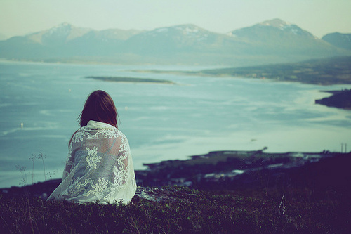 http://lovsnmua.files.wordpress.com/2013/01/alone-girl-landscape-nature-photography-favim-com-42505.jpg
